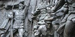 In Stein gemeißelte Kriegsszene